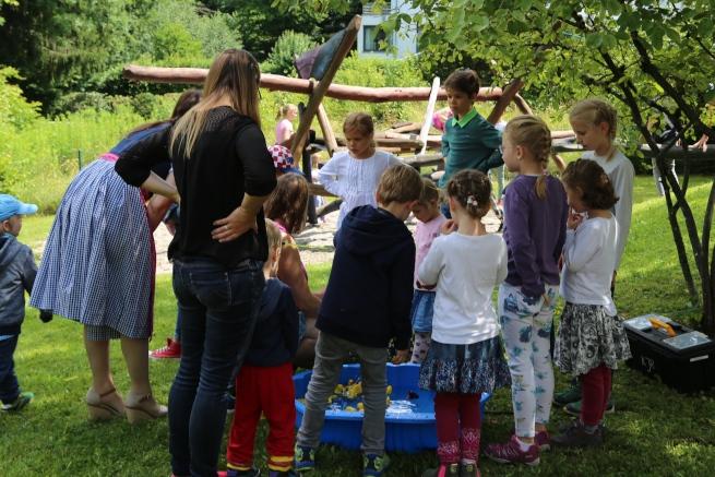Kinder-beim-Angelspiel-c-friederike-eickelschulte