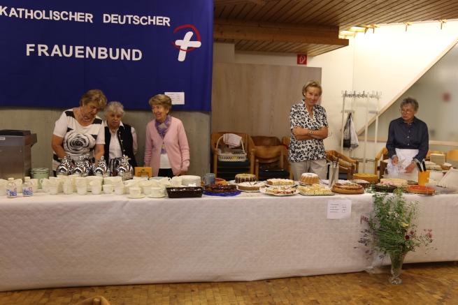Kuchenbuffet-des-Frauenbunds-c-cfriederike-eickelschulte