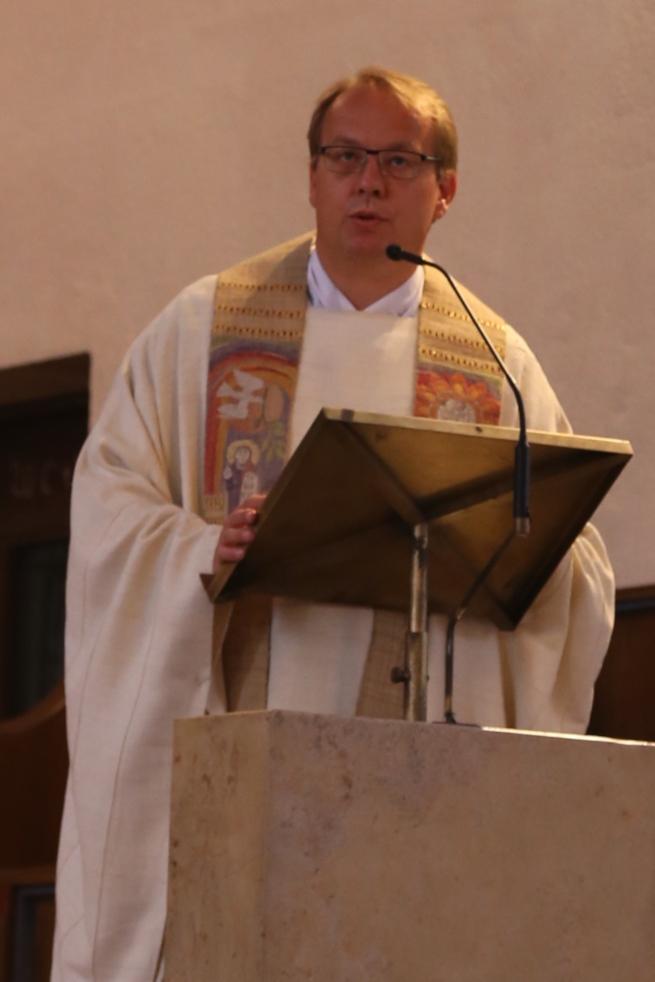 Pfarrer-Jall-predigt-in-St-Maria-c-friederike-eickelschulte